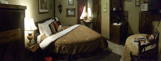 Sheldon St. Lodge: My room was beautiful!