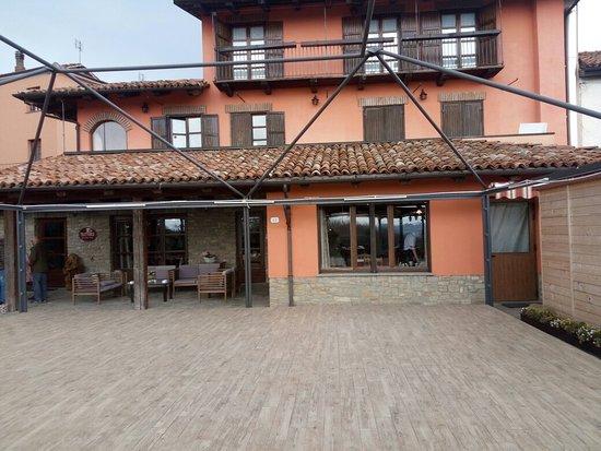 Bossolasco, Italy: IMG_20180408_152921_large.jpg