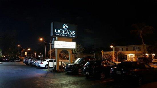 Oceans Beach Resort & Suites: 20180216_024829_large.jpg