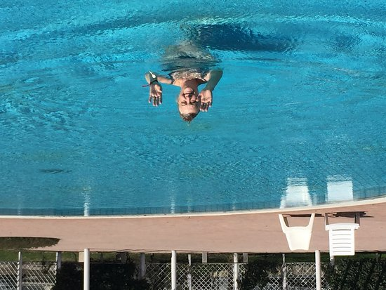 Catez, Slovenien: Swimming in the open air pool at 14 grades Celsia - only my wife, me and two rossians!