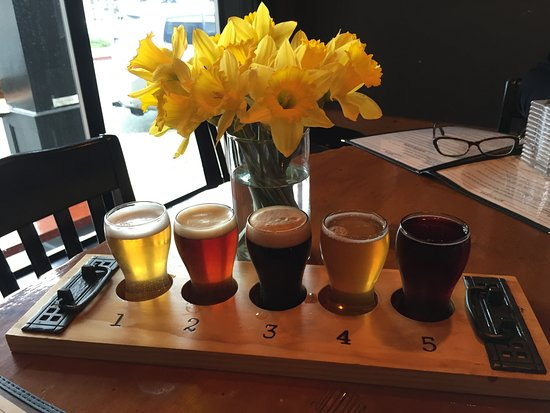 La Conner Brewing Co: Flight of beers! Daffodils in honor of the festival!