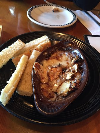 La Conner Brewing Co: Baked Brie - YUMMY!