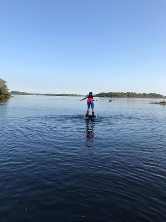 Mansfield-et-Pontefract, Canada: Flyboarding - Not so pretty but standing on water!!