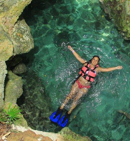 Minha melhor opção, nadar num Rio por cavernas e águas cristalinas. Amei