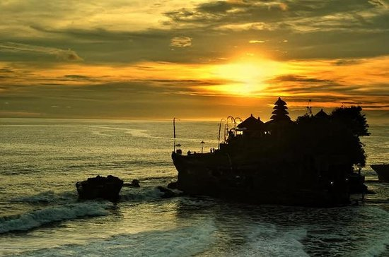 Beautiful Ubud Scenic Tour with Sunset in Tanah Lot Temple