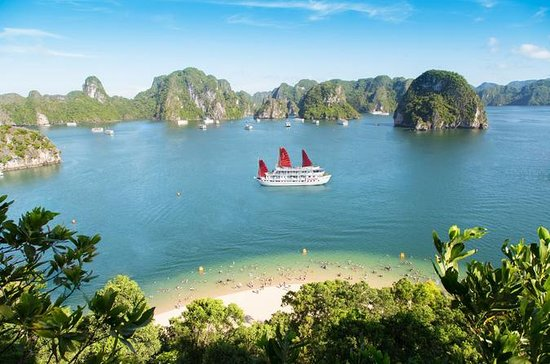 Halong Bay Full Day Boat Trip with