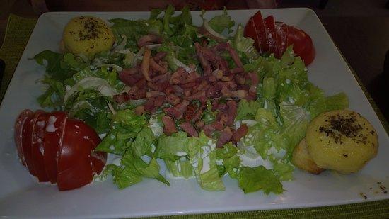 Fontenay-Tresigny, France: Salade de Chèvre et lardons