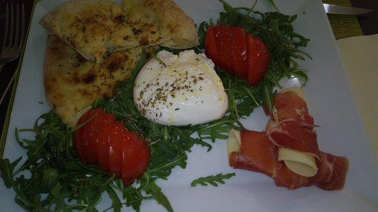 Fontenay-Tresigny, France: Salade mozza buffon