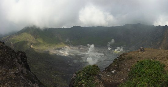 Bengkulu, Indonesia: Main crater of Mt Kaba (kawa hidup)