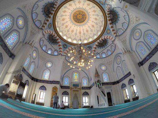 Tokyo Camii & Turkish Culture Center: Inside the Masjid