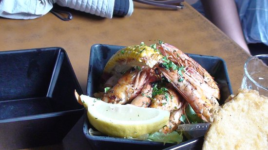 Fishmongers Byron Bay: Grilled prawn the winner
