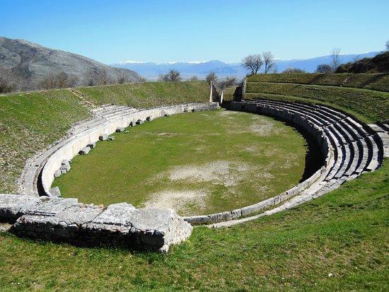 Forme, Italia: Anfiteatro di Alba Fucens