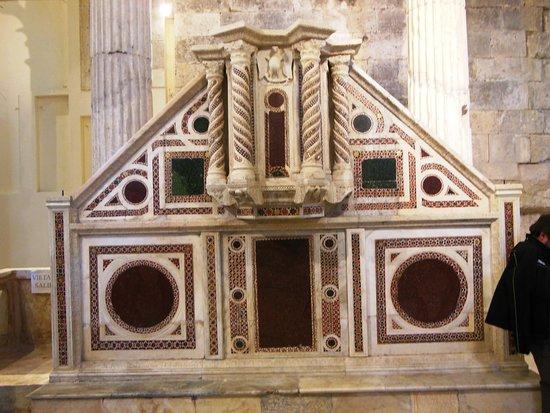 Forme, Italia: Chiesa Antica Di Alba Fucens