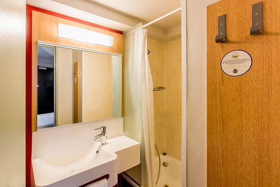 b b h tel agen france voir les tarifs 84 avis et 43 photos. Black Bedroom Furniture Sets. Home Design Ideas