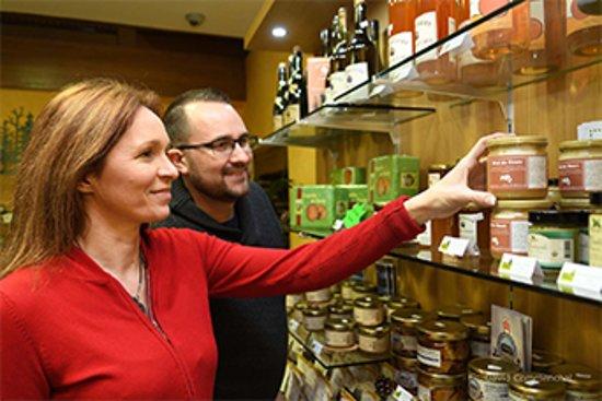 Senonches, France: Des produits du terroir en vente à la boutique