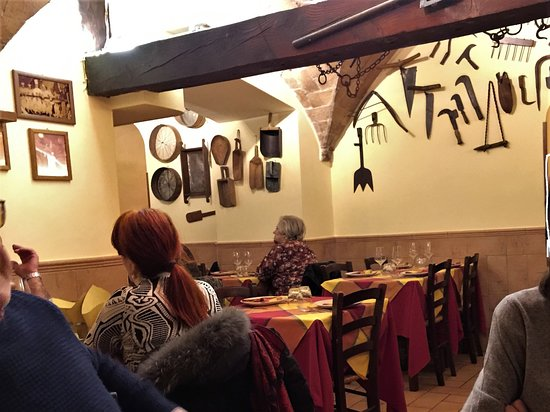 0fa550cb21cb4 La sala sulla sinistra - Picture of La Gattabuia