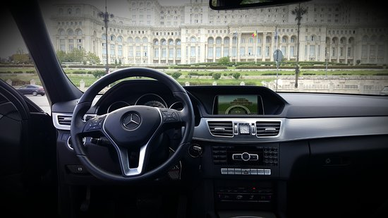 Mercedes Eclass 250 , interior view (business black leather, sunroof, 4M)