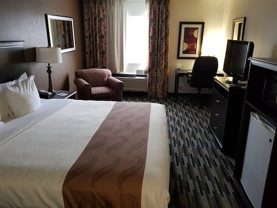 Quality Inn & Suites Denver International Airport: new carpet laid. Heater worked but is older