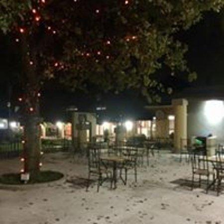 Benoni, جنوب أفريقيا: Three Countries Restaurant Area at night