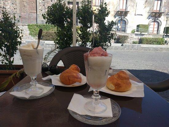 Sant'Alfio, Italy: Granita e brioche
