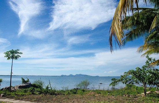 Maleri Island, مالاوي: Across the Lake