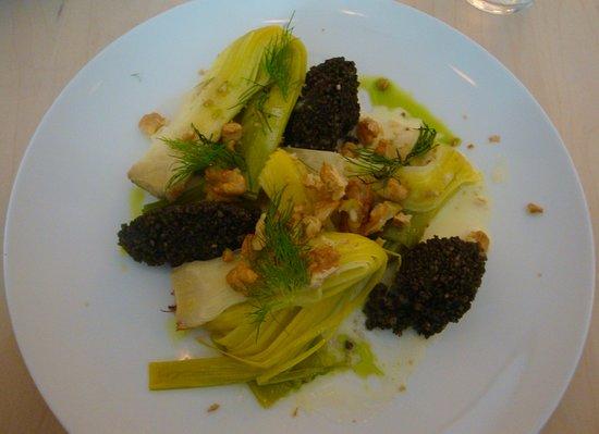 Restaurant Emma Metzler: Geschmorter Lauch mit schwarzem Couscous und Walnüssen