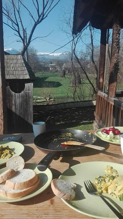 Breb, Roumanie : Breakfast and mountains