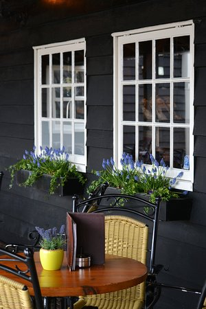 Zaanse Schans: There are many pleasant cafes to retreat when you're tired of being a tourist.