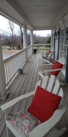 Nesbit, MS: Balcony / veranda accessible from rooms at the front