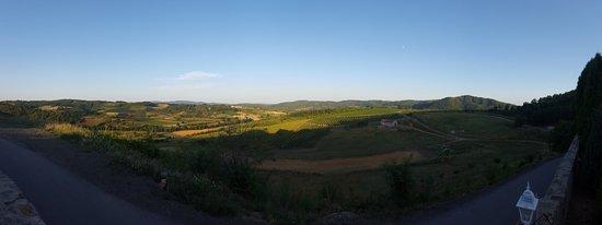 Central Serbia, Serbia: Поглед из порте манастира