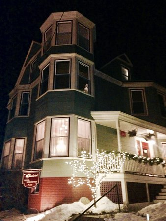 The Chadwick Bed & Breakfast: beautiful property - short walk to restaurants and bars.