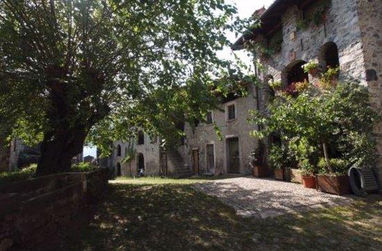 Carlazzo, Italy: interno borgo