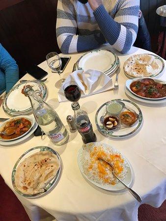 Restaurant new sanna dans paris avec cuisine indienne for Dejeuner entre amis