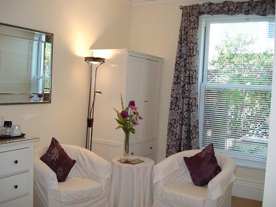 Avenue Park: Ground floor King en-suite bedroom in the villa
