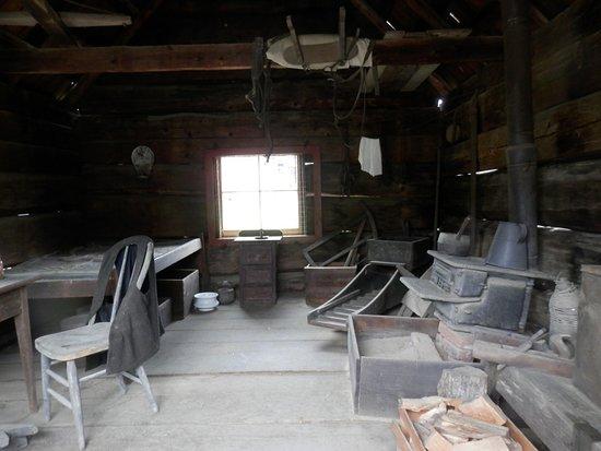 Coloma, CA: Inside of cabin
