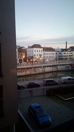 Saint-Jans-Molenbeek, Βέλγιο: Estas vistas son a la parte delantera del hotel.