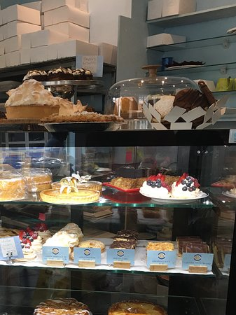 Goyas: Display of amazing cakes at Goya's