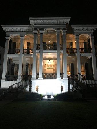 White Castle, LA: Nottoway Plantation at night
