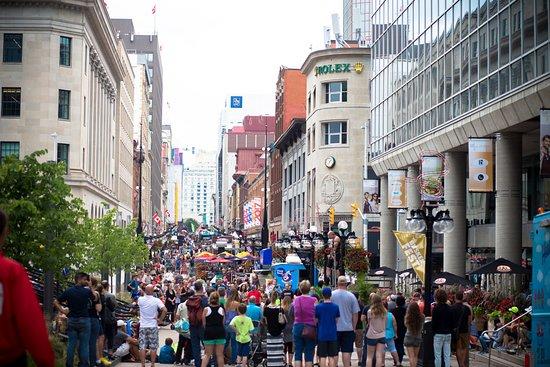 Ottawa International Buskerfest on Sparks Street August