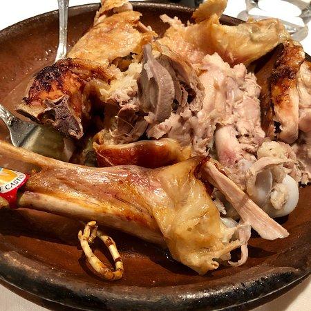 La Encina: Lechazo churro al horno de adobe