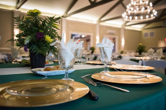 Kenansville, NC: The interior of the Club House is rustic, yet elegant