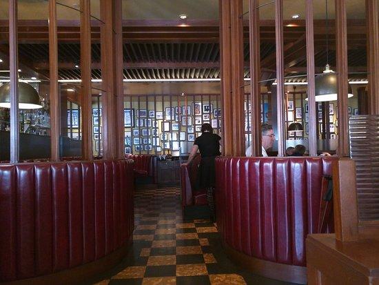 La sala da pranzo - Picture of Original Joe\'s, San Francisco ...