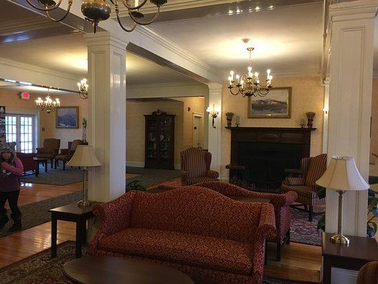 Eastern Slope Inn: Hotel lobby