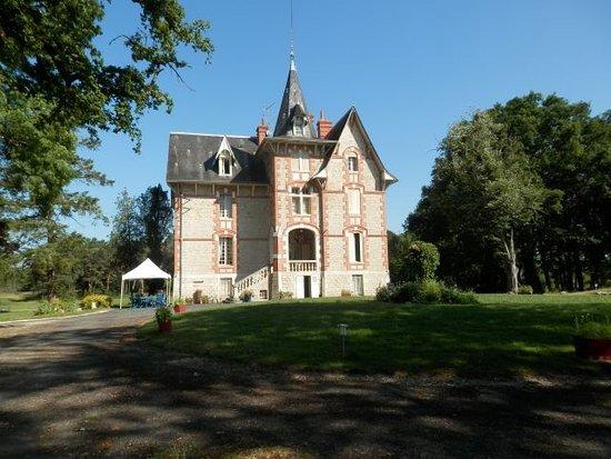 Neuillay-les-Bois, França: Château
