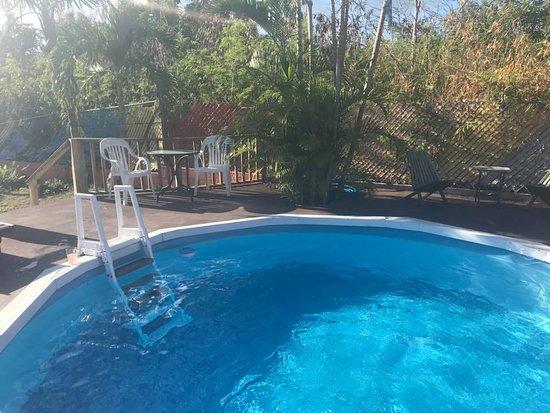 Esperanza Inn: Sparkling clean and warm pool!