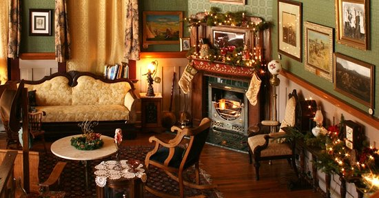The Historic Occidental Hotel & Saloon and The Virginian Restaurant: Lobby at Christmas