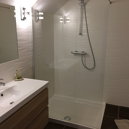Illiers-Combray, Francia: L'accueil super sympa, la chambre magnifique et le lit super bon. Le dîner top. Merci pour cette
