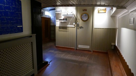 Zona bagno. - Picture of Houseboat Museum (Woonboot Museum ...