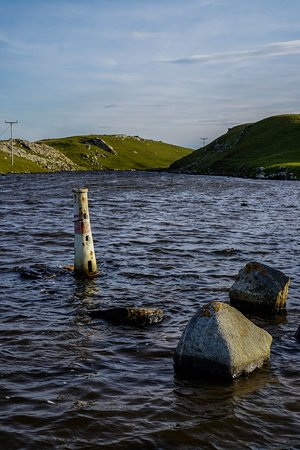 Strathy, UK: Little pond at the top with the smaller lighthouse!