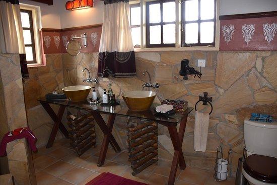 Hatari Lodge: Badezimmer